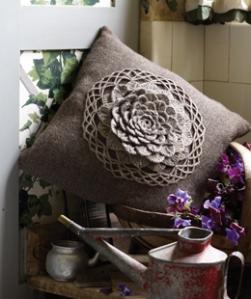 Crochet%20Flower%20Cushion%20260x310